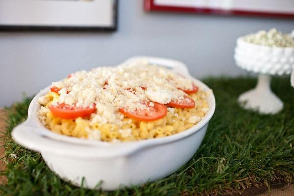 mac and cheese bar, maccaroni and cheese, bar buffet tomatoes