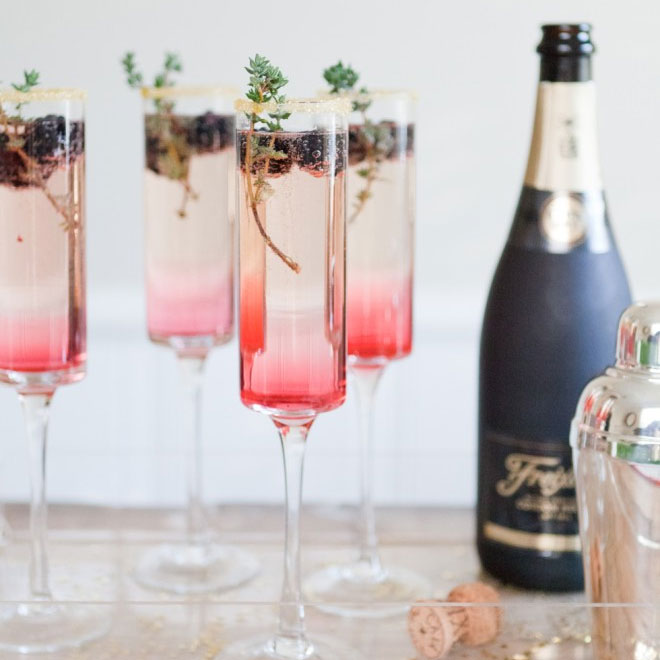 Six Wedding Cocktail Hour Ideas #weddinginspo #cocktails #signaturedrink #weddingideas #wedding