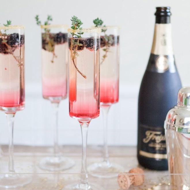 Six Wedding Cocktail Hour Ideas #weddinginspo #cocktails #signaturedrink #weddingideas #wedding