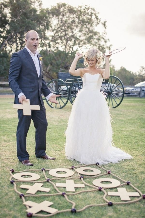 Wedding Games to Offer Guests  #weddinginspo #weddingideas #wedding #lawngames #tictactoe