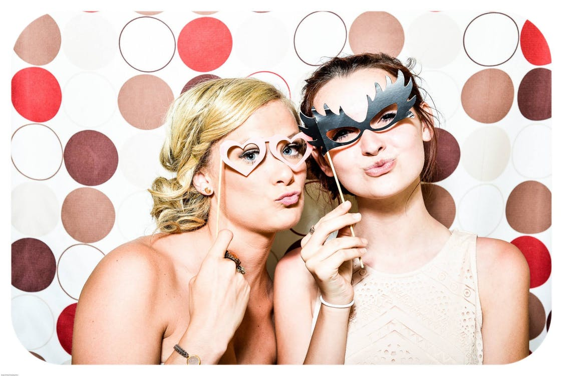 5 Class Reunion Ideas for the Perfect Event #classreunion #partyindeas #partyinspo #reunions