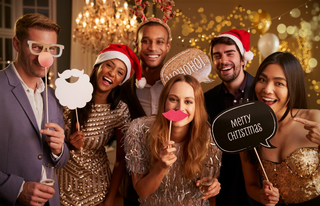7 Expert Tips On Planning the Ultimate Corporate Holiday Party #holidyparty #corporateholidayparty #christmasparty #invitations