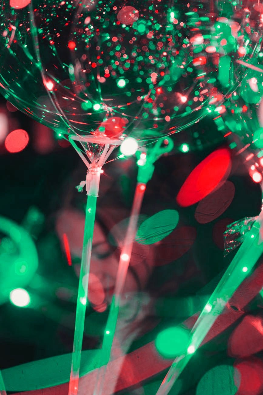 7 Tips to Plan the Ultimate Corporate Holiday Party #holidyparty #corporateholidayparty #christmasparty #invitations #sendomatic