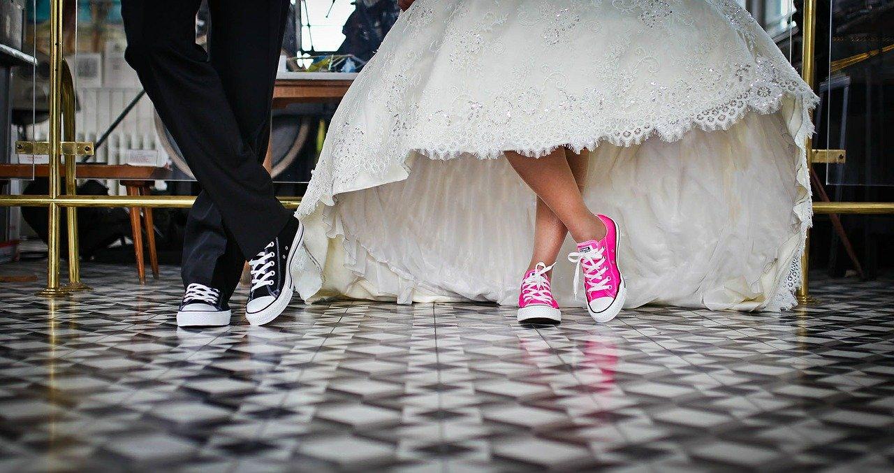 How to Plan Your Dream Wedding When You're Tight on Money #wedding #weddingplanning #weddingbudget #weddingplanningtips