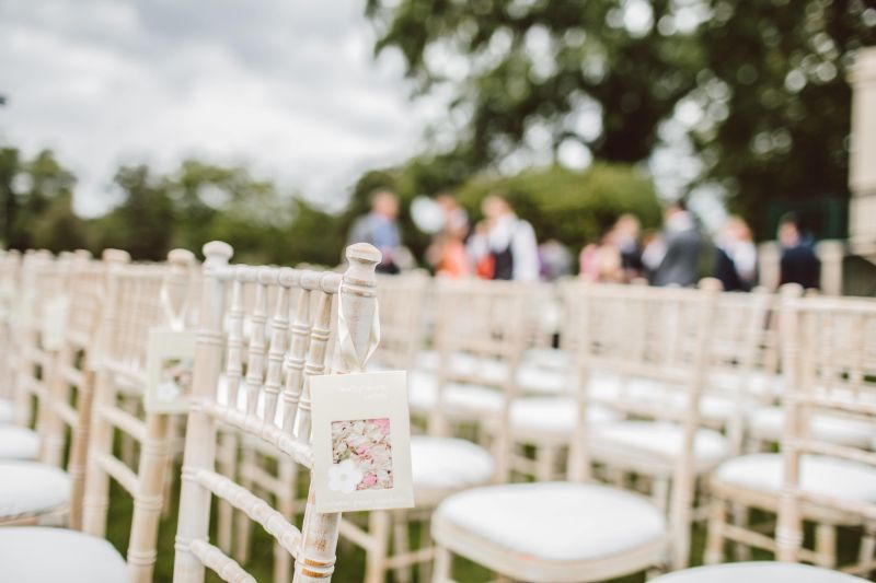 Plan a wedding and go as eco-friendly as possible with these easy tips #ecowedding #weddingtips #weddingplanning