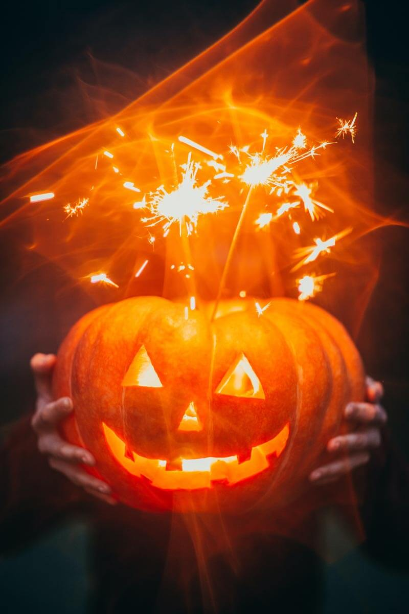 Halloween Trick or Treating Alternative Ideas | Sendo Invitations - #halloween #trickortreat #halloween2020 #hauntedhouse #movienight