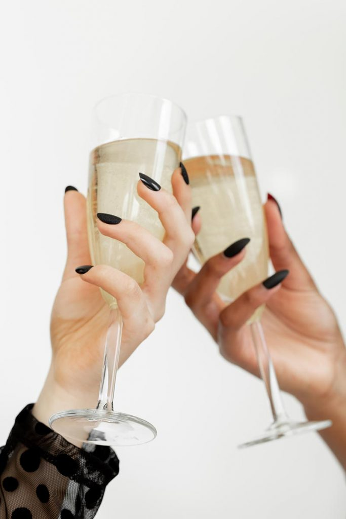 5 Essential Tips to Plan a Virtual New Year's Party for 2021 | Sendo Invitations